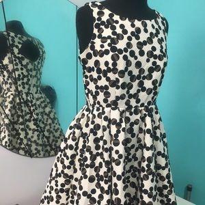 A line round skirt dress above knee length